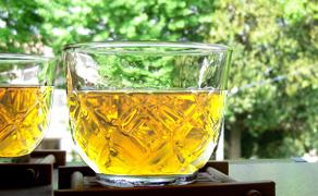 キラキラ輝く黄金色麦茶