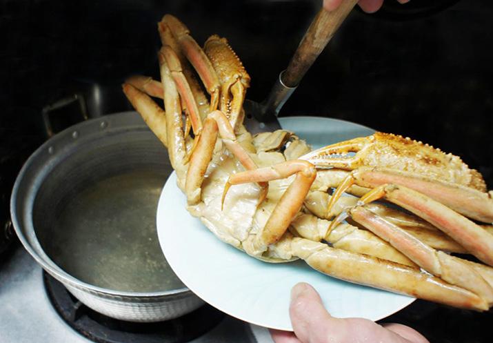 図解】ズワイガニの旬・由来と食べ方(茹で方・さばき方