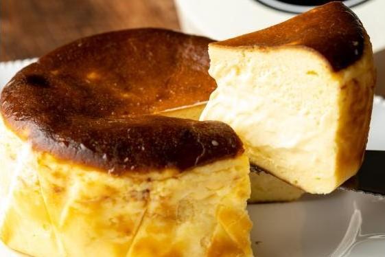 一度食べたらやみつきに!感動の「新食感」濃厚チーズケーキ