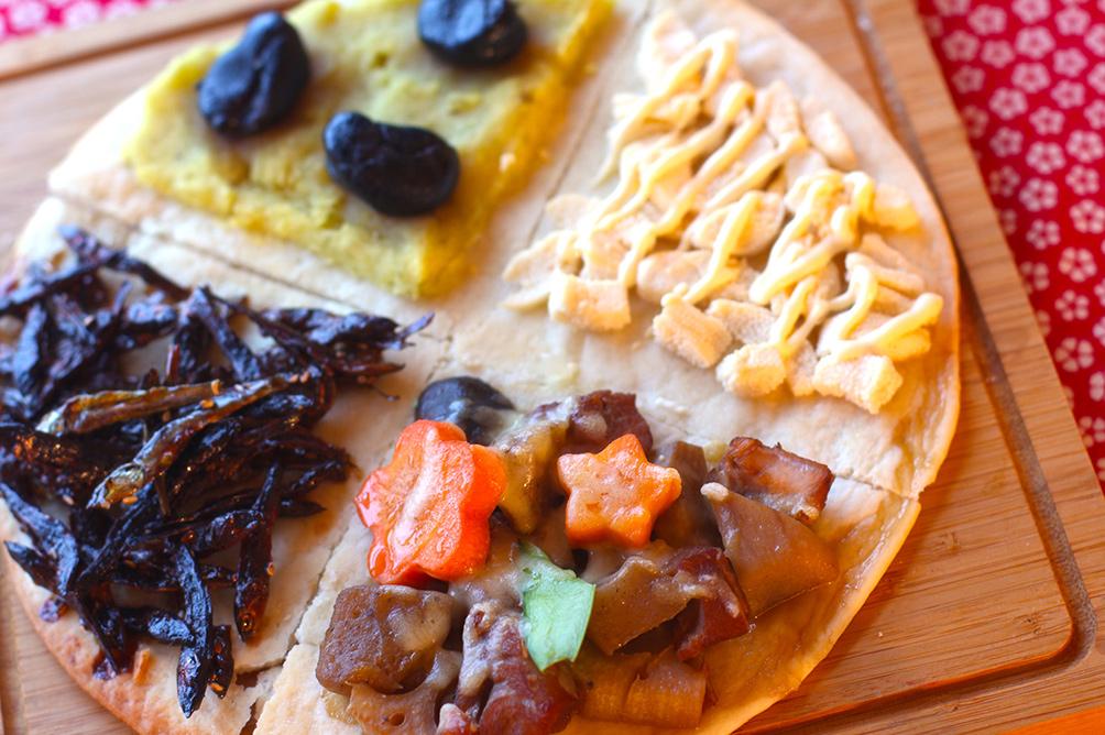 ピザ生地がなくても15分で完成!余ったおせちで作るピザが新食感で美味い!