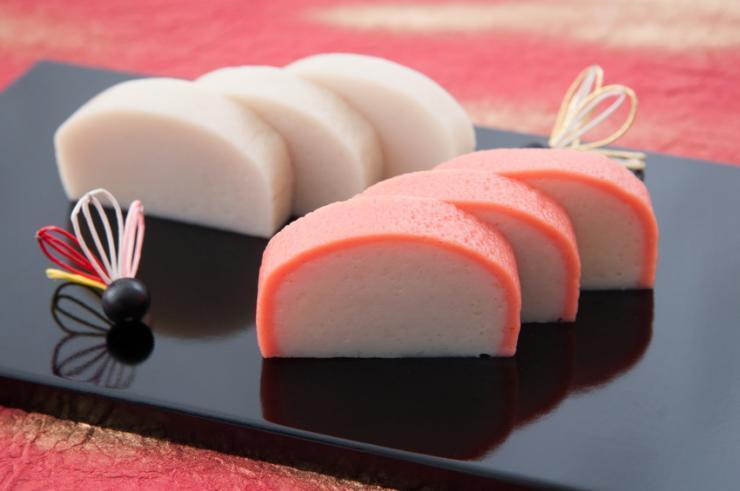 おせち料理に「かまぼこ」が入っている意味・由来と飾り切り