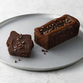 厳選されたチョコレート2種を使用して焼き上げた濃厚ガトーショコラ。ショコラフィル自慢の一品です。