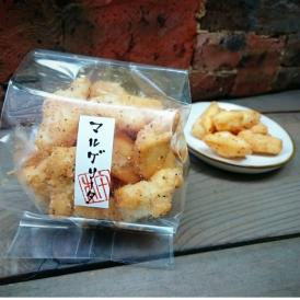 ナポリピッツァのメイン具材であるチーズ・トマト・バジルの風味が口いっぱいに広がるスナック菓子