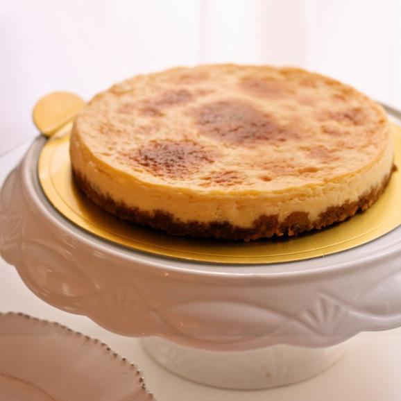 プレミアム 白トリュフチーズケーキ (ホールサイズ)01