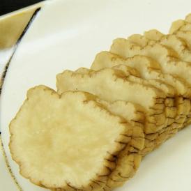 秋大根を縄でつるし、燻して、米糠で漬込んだ秋田を代表する漬物です。