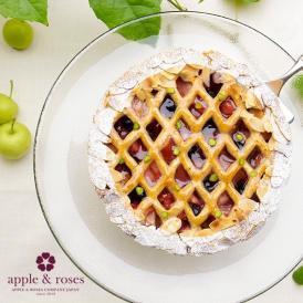 りんごとベリーの組み合わせがフルーティーなシナモンタルト