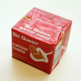 濃厚でコクがあり、ほんのり甘いのが特徴。ねっとりとキャラメルの様な食感の「チーズ」!