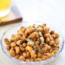 宇和島市津島町産の大豆といりこをカラッと揚げ、醤油と砂糖でからめました。