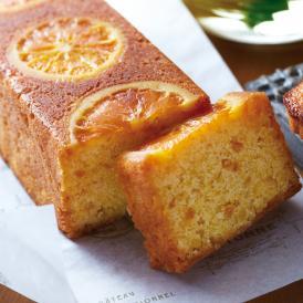 発酵バターの風味豊かなしっとり生地に、細かく刻んだオレンジとオレンジスライスを贅沢に焼き込みました。