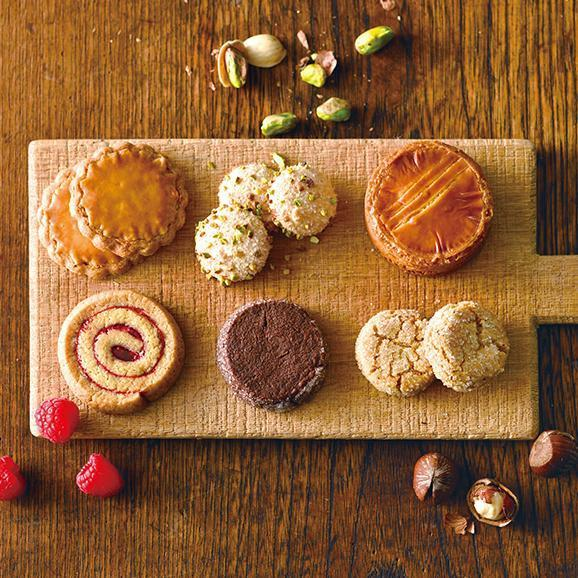 【バレンタイン】ブルターニュ クッキーアソルティ〈缶〉(23個入)[お届け期間2/3~2/14]03
