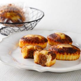 焼きティラミス 18個入り。こだわりの北海道産マスカルポーネチーズと北海道産小麦を使用したスポンジに