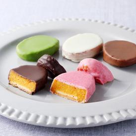 安納芋のクリーミーな甘さとチョコレートのマリアージュ。甘味と食感のハーモニーが絶妙の大人気商品です。