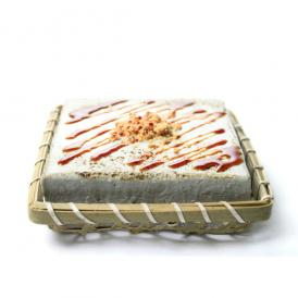 豆腐を使ったレアチーズケーキ。黒胡麻を使いコクのあるトーフチャウデ。