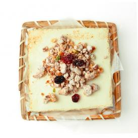 とろけるふわふわ食感!豆腐とクリームチーズを使ったシブーストにナッツのプラリネとドライフルーツ付