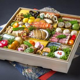 """""""旬の厳選食材を見た目に美しく盛り付けました"""" 四季の味ちひろの豪華おせち"""