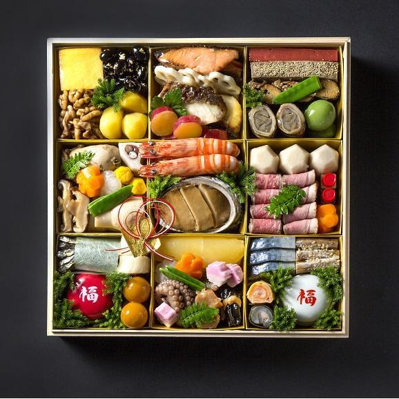 """""""旬の厳選食材を見た目に美しく盛り付けました"""" 四季の味ちひろの豪華おせち02"""