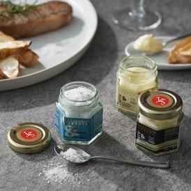 白トリュフ、黒トリュフを加えた最高級バターと、トリュフ塩はシチリア産の海塩を使用