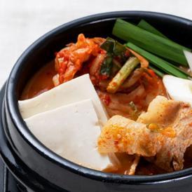 【1日20個限定】【韓国本場の味を食卓で楽しめるオモニの食卓シリーズ!】*絶品* オモニの食卓 キムチチゲセット(1食分)