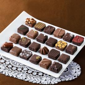 一粒の中にさまざまな味わいの世界を表現した芸術品のようなショコラです