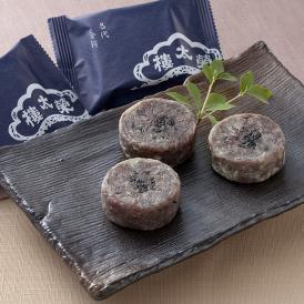 """榮太樓を代表する生菓子""""金鍔(きんつば)""""。江戸時代より守り続ける味わいです。"""