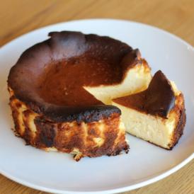 レストランのこだわりのバスクチーズケーキ