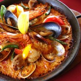エルカミーノ不動の定番、贅沢魚介のパエリアです