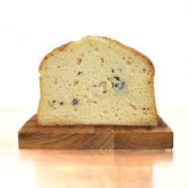 ゴルゴンゾーラパウダーの生地に、イタリア産のゴルゴンゾーラピカンテを混ぜたパウンドケーキです。