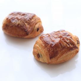 味わい深い最高級発酵バターを贅沢に使用したパン・オ・ショコラ。