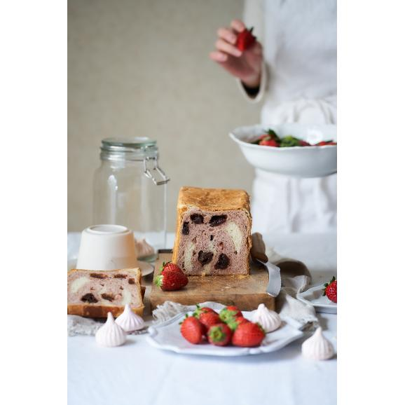 【いちご食パン】プレミアムベリー&ベリー〜ホワイトチョコ仕立て
