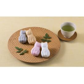 国産の素材にこだわり、職人による手仕事で季節感あふれる和菓子に仕上げました。