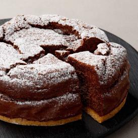 椿屋の自慢のケーキをギフトに。送りやすい4号サイズ。