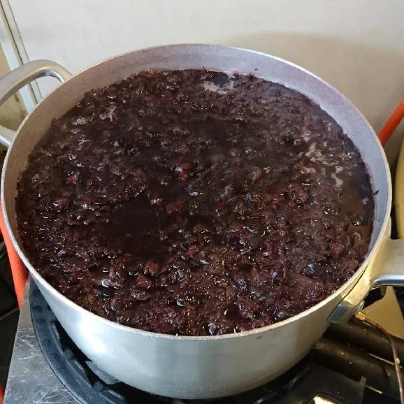 """""""カタシモワイナリーの赤ワインを煮詰めて完成させた"""" 赤ワインガレット -6枚入り-04"""