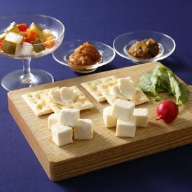 銀座の料理人、バーテンダーの方たちに評判を頂いているチーズ味噌漬と酒粕漬を木箱のお詰合せに。