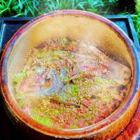 明石産天然鯛を炭火で焼き上げ贅沢に使用した炊き込みご飯です