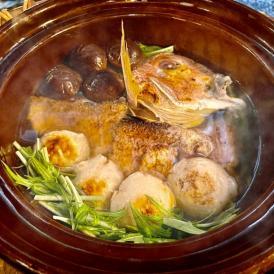 炭火で焼くことで旨味が凝縮されたお鍋は体を芯から温めます。