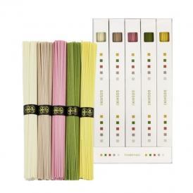 白、茶、赤、緑、黄色。5色の彩りの五色そうめん。