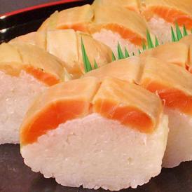 当店自慢の脂ののっ肉厚のたサーモン寿司は、質のいいサーモンを使用しています。