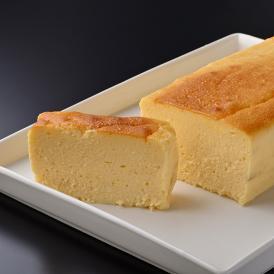 石川県の清酒「加賀鳶」で知られる酒蔵「福光屋」の大吟醸酒の酒粕を、たっぷりと使用したチーズテリーヌ。