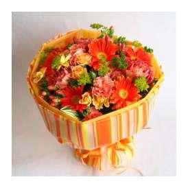 そのまま飾れる元気印のオレンジブーケS