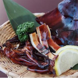 <刺身でも食べられるもっちり食感スルメイカ> 旨干し一夜干しスルメの燻製 (1枚)
