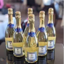 スペインのスパークリングワイン。華やかな泡立ちはお祝いから日常飲みまで
