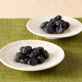 丹波黒大豆の中でも特に高品質で大粒なものだけを使い、やさしい甘さと独特の風味を大切に仕上げています。
