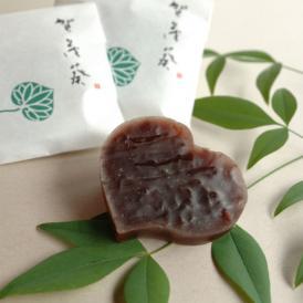「賀茂葵」は、葵の文様を最高級の丹波大納言小豆で 京都らしい菓子に仕上げました。