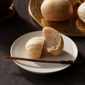 昔ながらの手焼き製法で一つひとつ丁寧に作られた薄皮最中と和栗白餡を合わせた上品で味わい深い最中。