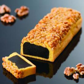 定番の黒餡をしっとりとした皮で包み、贅沢に胡桃をまぶした重慶飯店人気の中華菓子です。