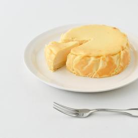 フランス産カマンベールを大胆にそのまま底に敷き込みました。甘さ控えめでチーズ通好みの一品。