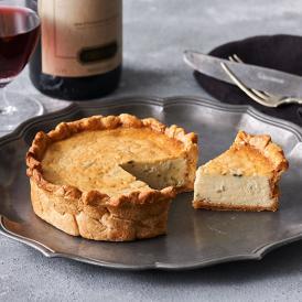 ブルーチーズのキッシュは、オープン当初より不動の人気のアミューズです。