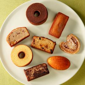 国産小麦粉、バター、卵などの基本素材の持ち味を活かし焼き上げた、パティスリー キハチ人気の一品。