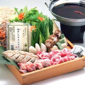 二子山部屋元力士、若獅子直伝のだしと肉団子に京都の食材をふんだんに使った贅沢なちゃんこ鍋です。
