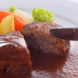 お肉はA5等級神戸牛100%!濃厚な旨みを味わう贅沢なハンバーグ
